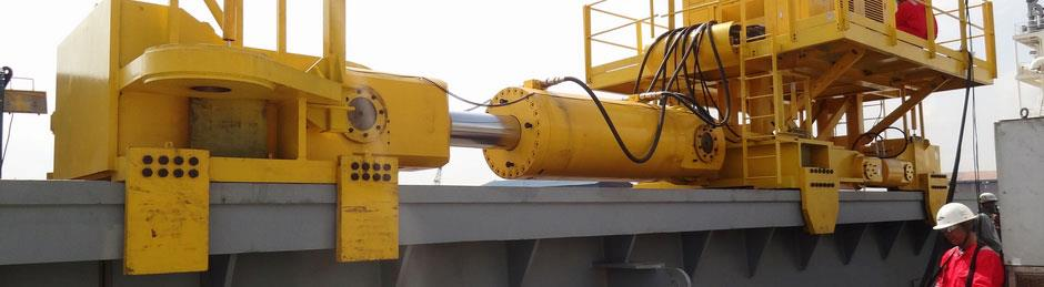 Hydraulic cylinders for drilling equipment