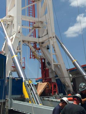 Hydraulic cylinders for land-based oil rigs e.g. Mast and Substructure Raising and Rig Moving